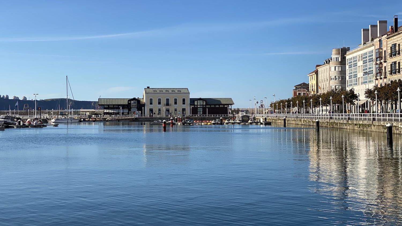 Vista de la Antigua Rula de Gijón desde el Muelle