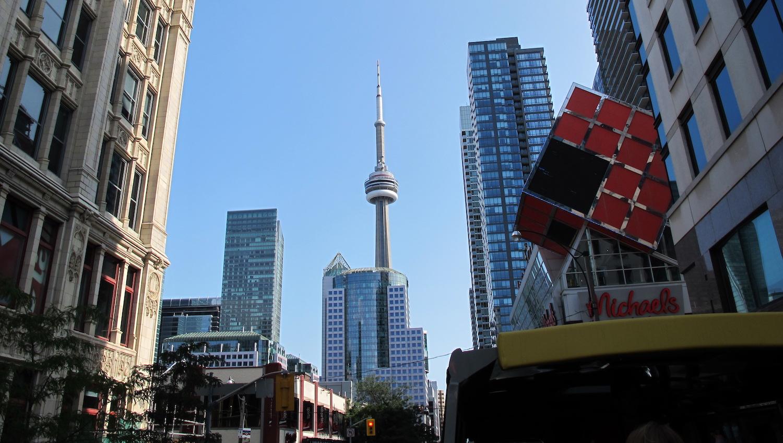 Edificios de Toronto con la CN Tower al fondo