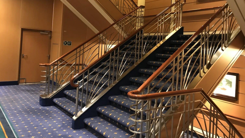 Escaleras del crucero Disney