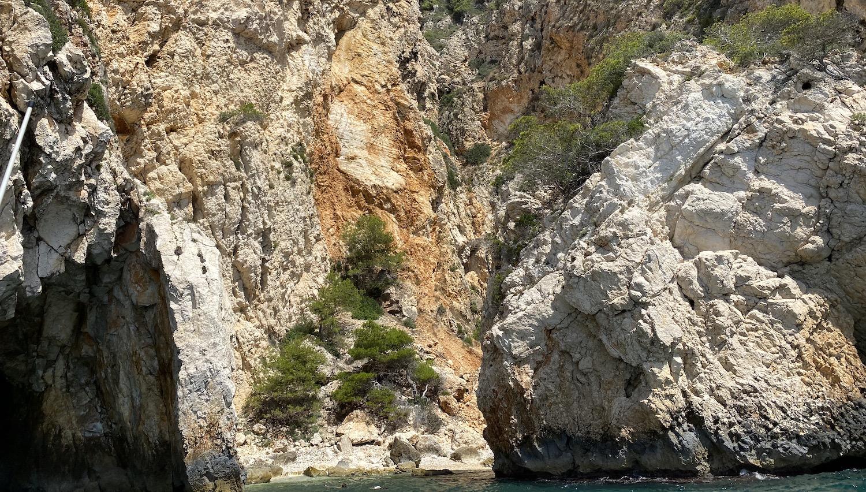 Islote de la cueva En Caló Jávea