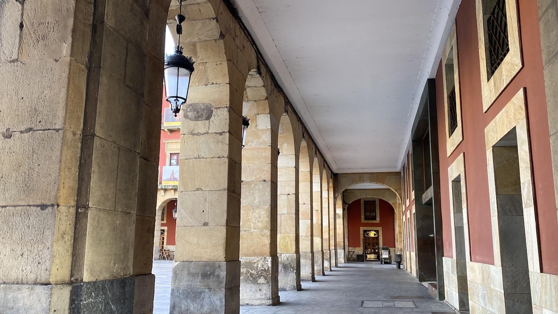 Soportales de la plaza mayor Gijón