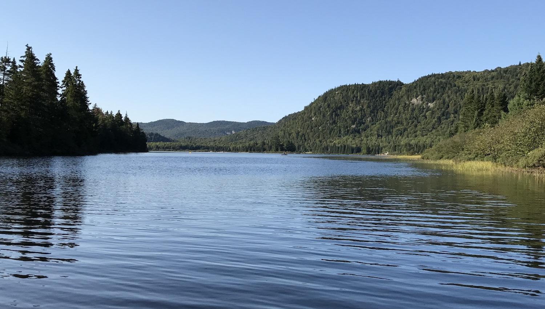 Lago en el Parque Nacional Mont Tremblant Canadá