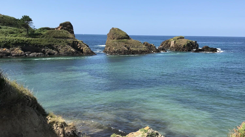 Marea alta en la playa de Porcía Asturias