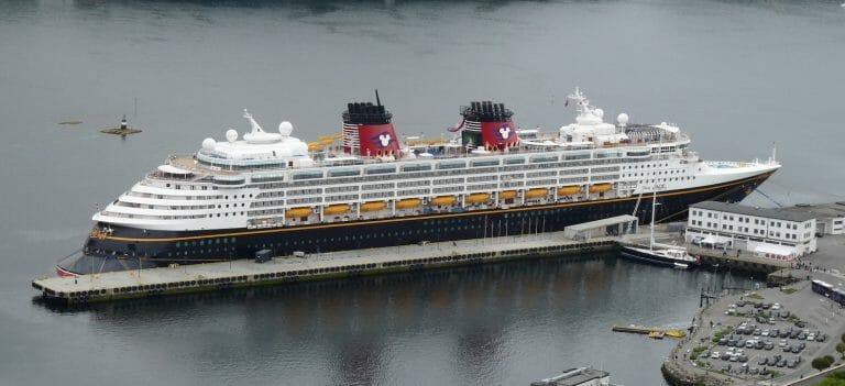 Barco Disney en puerto