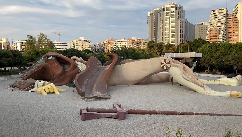 Silueta de Gulliver que sirve de inmenso parque en Valencia