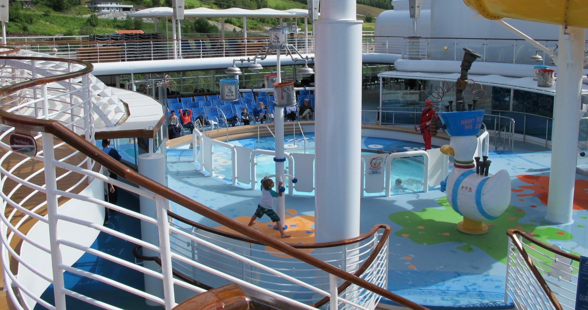 Piscina para pequeños en barco Disney