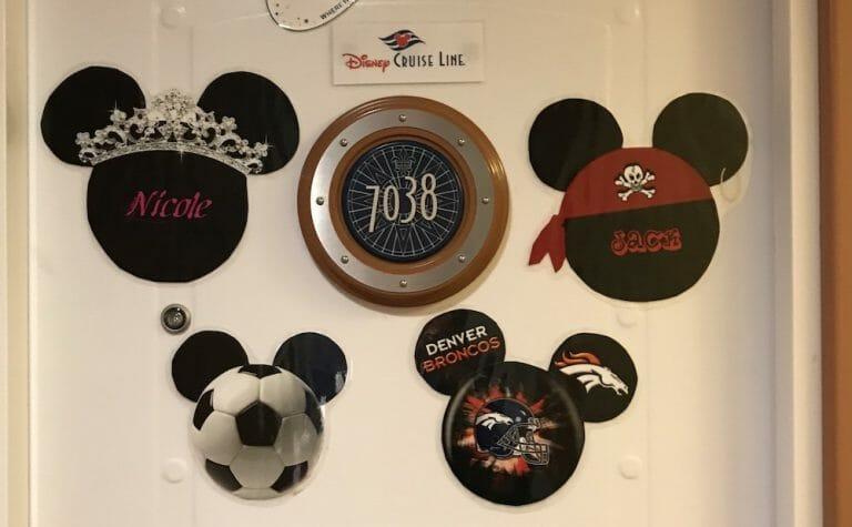 Puerta con imanes en un Crucero Disney