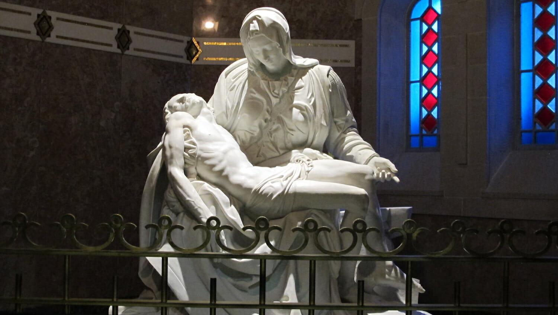 Replica de la Piedad de Miguel Angel en la Basilica Sainte Anne Beaupre Quebec