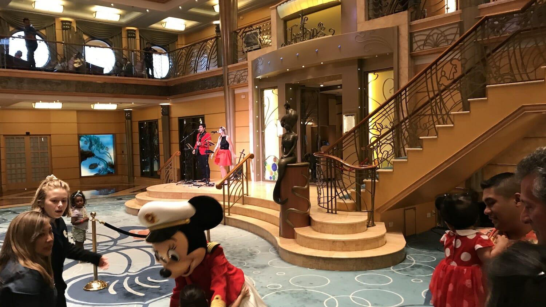 Vestíbulo del Disney wonder